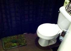 One of our customers made a bathmat made of living moss. Perfect for her NYC apartment!