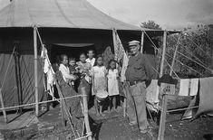 """""""Masa Bersiap"""" (Bersiap Tijd). Tentenkamp te Bandoeng voor Soendanezen uit de Republiek. Bandoeng, Indonesië, Java, Nederlands-Indië. Maret 1949."""