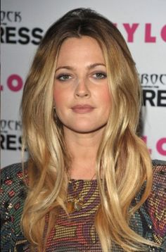 Tone down summer blondes with a little depth around the face + golden ends.