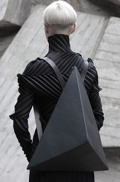 Kiev-based designer Konstantin Kofta, who founded the label Kofta, has drawn inspiration from a fundamental component of Euclidean Geometry, the Platonic Solid, in his new design of bags and backpacks. Moda Cyberpunk, Cyberpunk Fashion, Neo Futurism, Costume Original, Mode Sombre, Pinup, Look Body, Platonic Solid, Geometric Fashion