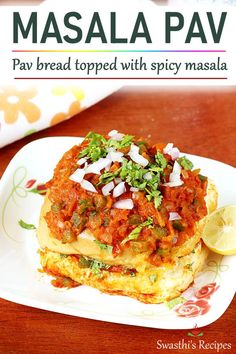 Masala pav is a popular Indian street food where dinner rolls are topped with spicy onion tomato masala. These are eaten as a snack. Veggie Recipes, Indian Food Recipes, Crockpot Recipes, Vegetarian Recipes, Cooking Recipes, Healthy Recipes, Veggie Food, Cooking Tips, Indian Street Food