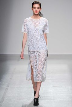 Véronique Leroy Spring 2015 Ready-to-Wear - Collection - Gallery - Look 1 - Style.com