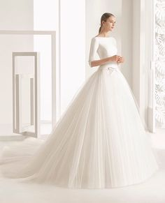 Yet to see a Rosa Clará Bridal gown I didn't immediately swoon over. Always with that classy/elegant SLAY. #bride #bridalinspiration #weddinggown #weddingslayer