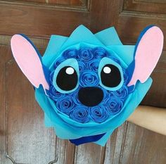 Image in disney🤘🏽❣ collection by camila van der woodsen Diy And Crafts, Crafts For Kids, Paper Crafts, Diy Birthday, Birthday Gifts, Stitch Cake, Lelo And Stitch, Cute Stitch, Wallpaper Iphone Disney