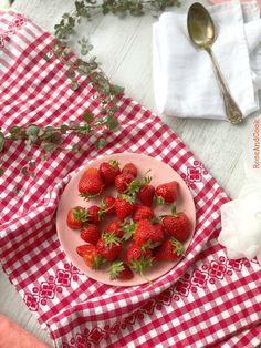 Ca y est ! On est dans la pleine saison des fraises ! Si vous aimez, il y a de quoi faire sur le blog, j'ai publié plus de 20 recettes de... Mara Des Bois, Strawberry, Cooking, Blog, Strawberry Recipes, Wild Strawberries, Kitchen, Strawberry Fruit, Blogging