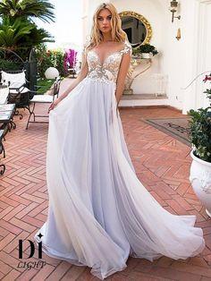 bb059f4f8d9 Стильное свадебное платье А-силуэта. В зоне декольте глубокий вырез