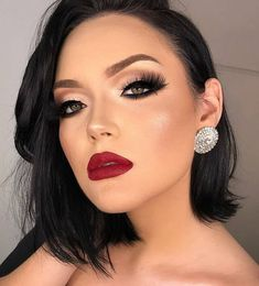 Gorgeous Make up. Burgundy lips and shadow eyes,cat eyes. Beautiful make up. Red Lips Makeup Look, Love Makeup, Skin Makeup, Makeup Tips, Makeup Looks, Bridal Makeup Red Lips, Makeup Ideas, Awesome Makeup, Beauty Make-up