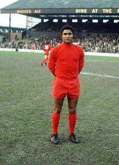 Sport, Football, pic: Eusebio, the Benfica and Portugal star (Photo by Bob Thomas/Getty Images) Football Icon, Best Football Players, Retro Football, World Football, Football Soccer, Soccer Stars, Sports Stars, Arnold Bodybuilding, Chelsea Fc Players