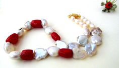 Freshwater Pearl Necklace  Red coral Necklace di Frammentidivetro