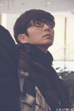 Lee Jun Ki - is this man ever NOT sexy? Most Handsome Actors, Hot Actors, Actors & Actresses, Korean Star, Korean Men, Korean Celebrities, Korean Actors, Lee Yu Bi, Lee Joong Ki