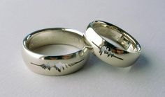 """This couple got wedding rings with the waveform of their own voices saying, """"I do."""""""