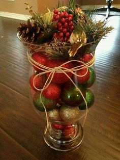 How to Make Christmas Centerpieces. Christmas is mainly a fun for children and parents too as they enjoy their holidays and Christmas party together. Christmas Projects, Christmas Home, Christmas Wreaths, Christmas Crafts, Christmas Ideas, Christmas Vases, Christmas Holidays, Christmas Center Piece Ideas, Simple Christmas