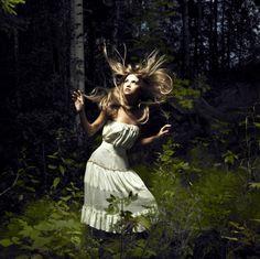 Kuvahaun tulos haulle forest girl photoshoot