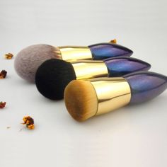 10 Best beauty tools for beginners and makeup artists and more. Best Makeup Sets, Best Makeup Products, It Cosmetics Brushes, Eyeshadow Brushes, Lip Brush, Makeup Brush Set, Sonia Kashuk Brushes, Big Brown Eyes, Makeup Tools
