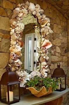 Sooo beautiful..I am definitely doing this for our bathroom mirror. Heck, the whole bathroom will have this theme. <3