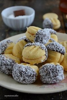 This Pin was discovered by Sel Zucchini Banana Bread, Banana Bread Recipes, Cookie Desserts, Cookie Recipes, Dessert Recipes, Moroccan Desserts, Flan Au Caramel, Eid Cake, Turkey Cake