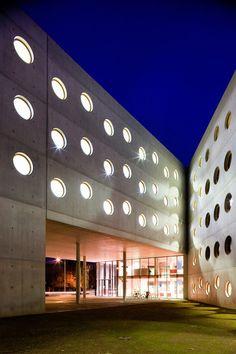 Research Library in Hradec Kralove / Projektil Architekti | ArchDaily