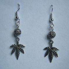 Boucles d'oreilles feuilles de cannabis en métal argenté - créabijoux lolo - bijoux fantaisies