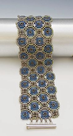 Same Mosaic Cuff done in RAW but with rocaille (round) size 11 seed beads and different colours and only 4 rows wide gives an entirely different look.