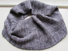 This cowl is inspired on the beautiful cobbled streets in Edinburgh.