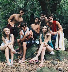 Larissa Manoela e Leo Cidade com amigos (Foto: Reprodução)