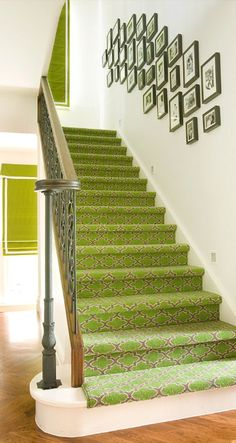 Stylish stair carpet ideas and inspiration. So you can choose the best carpet for stairs.Quality rug for stairs, stairway carpets type, etc. Australian Interior Design, Interior Design Images, Interior Design Inspiration, Design Ideas, Green Carpet, Carpet Bag, Carpet Stairs, Hall Carpet, Carpet Tiles