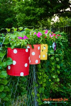 Flower Garden Tin Can Flower Garden: easy and colorful idea to dress up a chain link fence! - A Colorful and Fun Tin Can Flower Garden Makes the Perfect Backyard Fence Decor Backyard Fences, Garden Fencing, Backyard Ideas, Garden Landscaping, Backyard Playground, Cute Garden Ideas, Landscaping Software, Rustic Backyard, Garden Gazebo