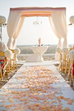 Soft and pure ceremony setting | Photo: Next Exit Photography, Planning: Bob Gail Special Events via Carats and Cake