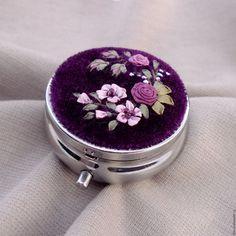 Купить Коробочка-малышка с вышивкой Викторианская фантазия - лиловый, викторианский стиль, коробочка для мелочей, таблетница