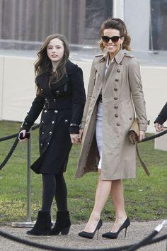 Enfants de stars aux premiers rangs des défilés: Kate Beckinsale et sa fille Lily chez Burberry