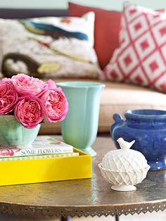 Bright but polished coffee table styling | via BHG.com