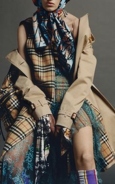 Get inspired and discover Burberry: The Heritage Trench Collection trunkshow! Shop the latest Burberry: The Heritage Trench Collection collection at Moda Operandi. Burberry Outfit, Diy Fashion, Womens Fashion, Layered Fashion, Winter Looks, Refashion, Sport Outfits, Plaid Scarf, Trench