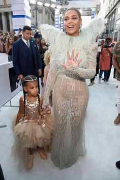 Beyoncé And Blue Ivy Coordinate On The 2016 VMA Red Carpet - MTV