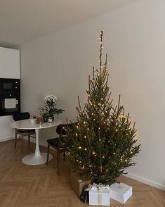 Christmas Mood, Christmas Music, Merry Christmas, Cute Christmas Wallpaper, Nouvel An, One Tree, Christmas Aesthetic, Christmas Decorations, Holiday Decor