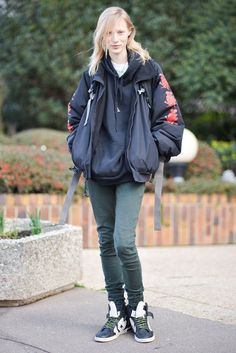 Pin for Later: Don't Miss a Single Supermodel Outfit on the Streets at PFW Day 6 Julia Nobis