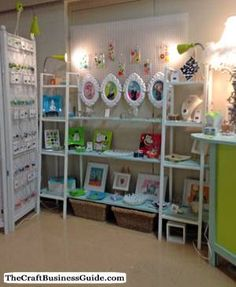 Display Booth Ideas and Pictures to Help You Create a Knock-Out Booth for Your Next Craft Show Craft Show Table, Craft Show Booths, Craft Show Ideas, Craft Stall Display, Craft Booth Displays, Display Ideas, Space Crafts, Home Crafts, Antique Booth Ideas