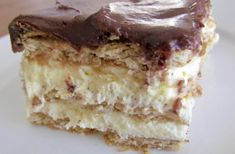 NO Bake Eclair Cake Recipe How do you make a cake without baking it? NO Bake Eclair Cake Recipe is here to guide you through the making of a delicious creation. Your tongue will cascade over a sweet mixture of vanilla pudding, chocolate frosting, whipped Desserts For A Crowd, Easy No Bake Desserts, No Bake Treats, Delicious Desserts, Dessert Recipes, Yummy Food, Pudding Desserts, Dessert Ideas, Icebox Desserts