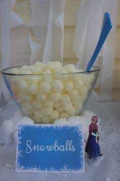 *Look near bottom for free printable birthday banner***Frozen birthday party, cute snack idea