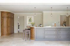 Luxury Bespoke Kitchen, Hadley Wood | Humphrey Munson #luxury #kitchen #bespoke #design #island #lighting #interiordesign #inspiration #ideas #humphreymunson