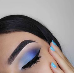 Gorgeous Makeup: Tips and Tricks With Eye Makeup and Eyeshadow – Makeup Design Ideas Blue Makeup Looks, Blue Eye Makeup, Hair Makeup, Blue Eyeshadow Looks, Eyeshadow Base, Blue Eye Shadow, Eyeshadow Palette, Teen Makeup, Bright Eyeshadow