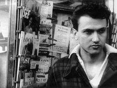 Isidore Isou, 1951.jpg. Isidore Isou (31 enero 1925 a 28 julio 2007), nacido Ioan-Isidor Goldstein , era un rumano de origen francés poeta, crítico de cine y artista visual. Fue el fundador del letrismo , un arte y el movimiento literario que le debe la inspiración a Dadá y Surrealismo .