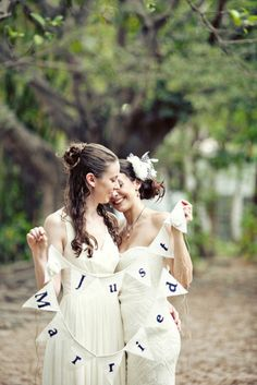"""Sweet photo idea with a """"Just Married"""" sign Lesbian Wedding, Chic Wedding, Our Wedding, Dream Wedding, Wedding Menu, Lesbian Love, Cute Lesbian Couples, Wedding Poses, Wedding Couples"""
