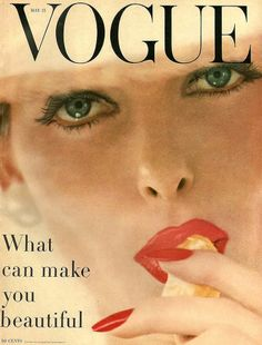Vogue is an American fashion and lifestyle magazine that is published monthly in 21 national and regional editions by Cond? Vintage Vogue Fashion, Vintage Vogue Covers, Fashion Art, Fashion Logos, Fashion History, Vogue Magazine Covers, Fashion Magazine Cover, Vintage Glamour, Vintage Beauty