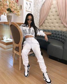 Whole look fiyaa🔥🔥🔥 Tomboy Fashion, Teen Fashion Outfits, Retro Outfits, Look Fashion, Streetwear Fashion, Girl Outfits, Nike Fashion, Ladies Fashion, Korean Fashion