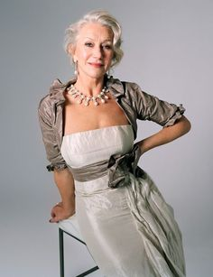 10 Fashion and Beauty Tips for Women over 60 | herinterest.com