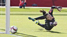 Torfrau Wang Fei kommt nicht an den Ball. Durch den Elfmeter verliert #China bei…