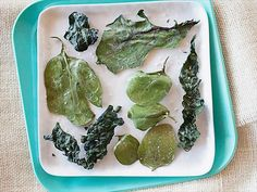 I want to make Kale Chips! Baked Greens Chips recipe from Alton Brown via Food Network Recipes Appetizers And Snacks, Savory Snacks, Healthy Snacks, Healthy Eating, Yummy Snacks, Clean Eating, No Dairy Recipes, Vegetable Recipes, Paleo Recipes