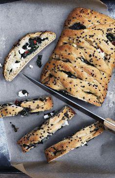 Find poserne med kerner og frø frem, og bag både sunde og søde lækkerier til brødkurven.