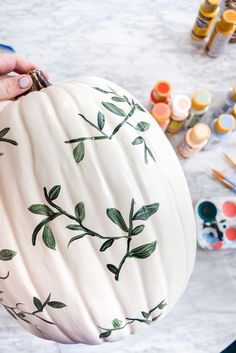 DIY Painted Pumpkins - HAMMAmama ° DIY, Wohnen, Leben DIY Painted Pumpkins There's nothing like a fresh coat of paint to turn those generic plastic pumpkins into works of art. Casa Halloween, Halloween Crafts, Halloween Decorations, Halloween Wreaths, Fall Pumpkins, Halloween Pumpkins, Wedding Pumpkins, Christmas Pumpkins, Autumn Display