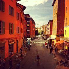 Da janela do apartamento do #blogville, em Bolonha. É hora de conhecer a cidade! - Instagram by @360meridianos